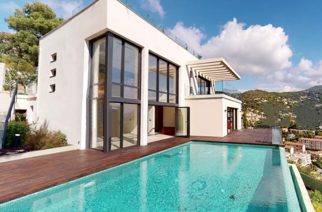 Vue villa + piscine à Nice